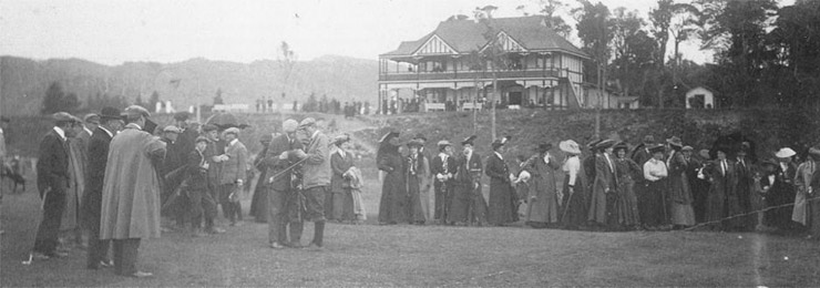 The scene just before ADS Duncan drove the first ball, 25 April 1908. (RWGC)