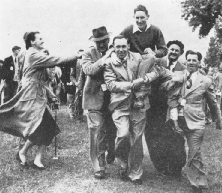 Eighteen year old Bob Charles being carried off the course after winning his first New Zealand Open, in 1954. (New Zealand Golf Illustrated)